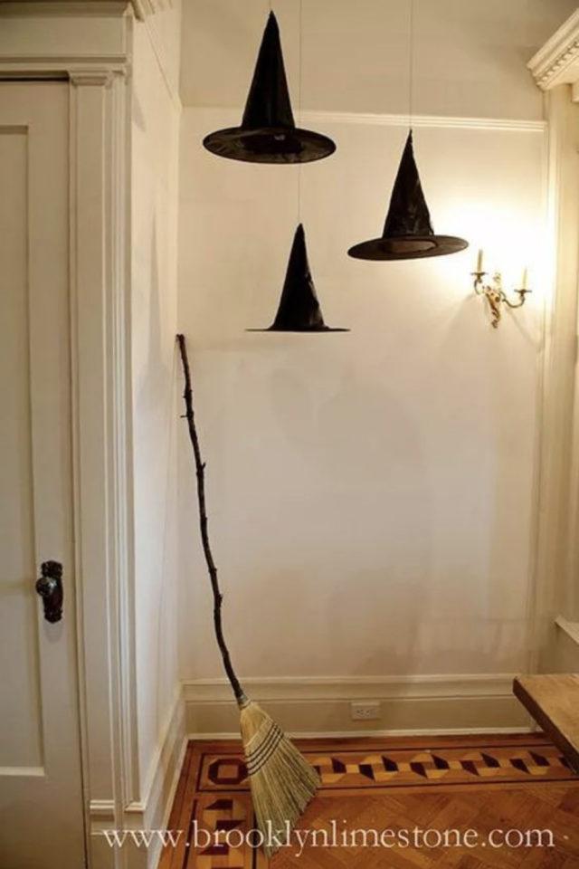 halloween exemple deco diy chapeau sorcière suspendu à faire soi même