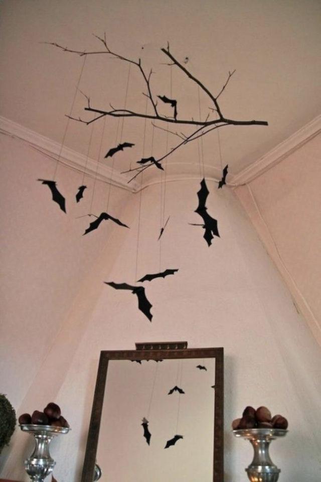halloween exemple deco diy à suspendre chauve souris plafond