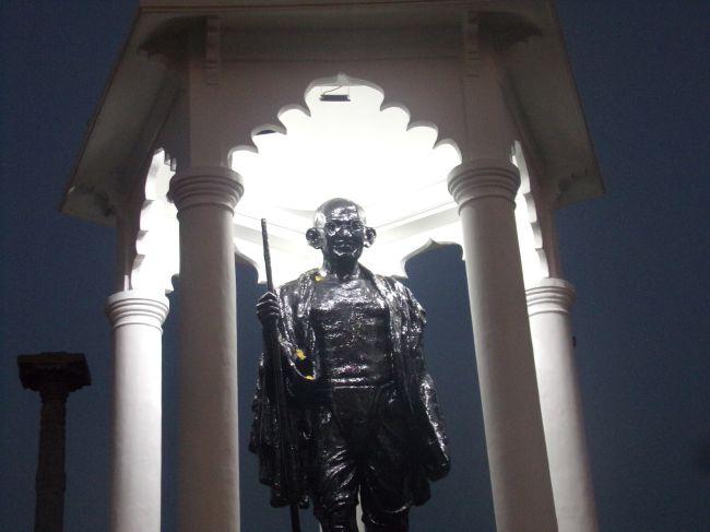 statue gandhi pondicherry inde