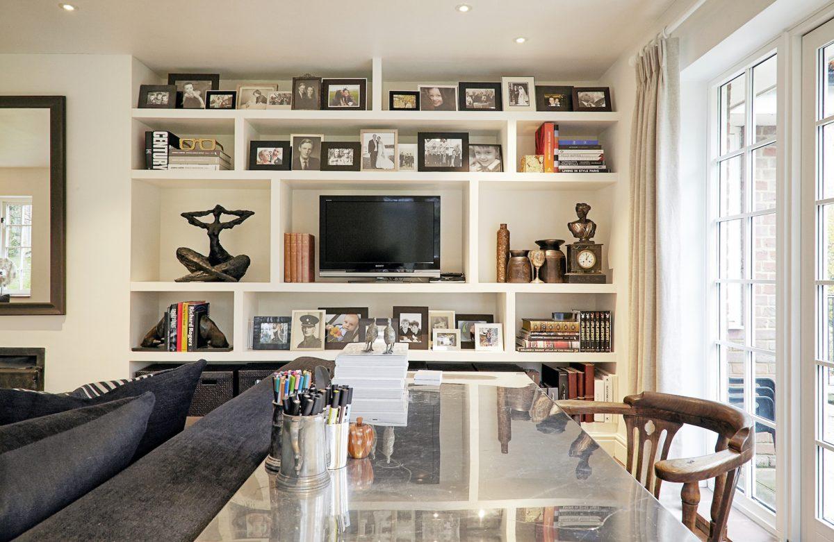 Comment Habiller Un Grand Mur De Salon une jolie déco autour de la télévision | cocon - déco & vie