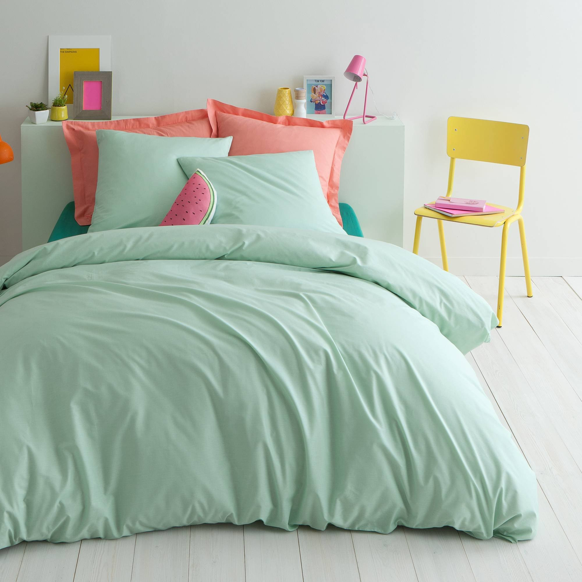 décoration chambre parure de lit vert deau et corail