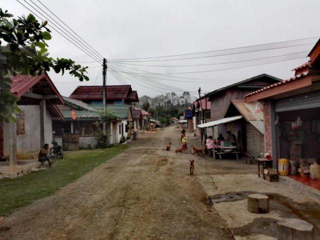 Escapade dans un petit village au laos hors sentiers for Au petit jardin proven