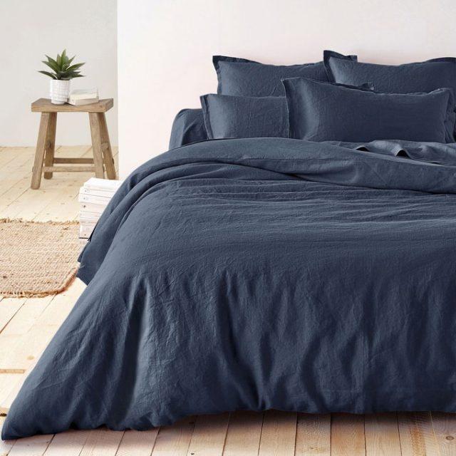 deco chambre linge de lit bleu nuit