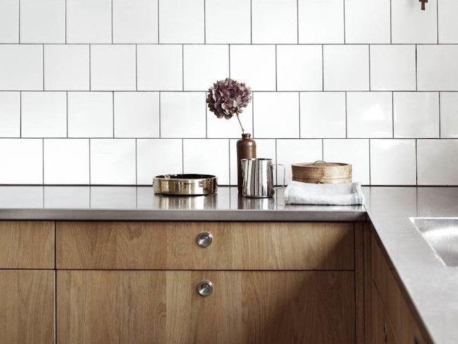 idee deco cuisine materiaux carrelage blanc et bois