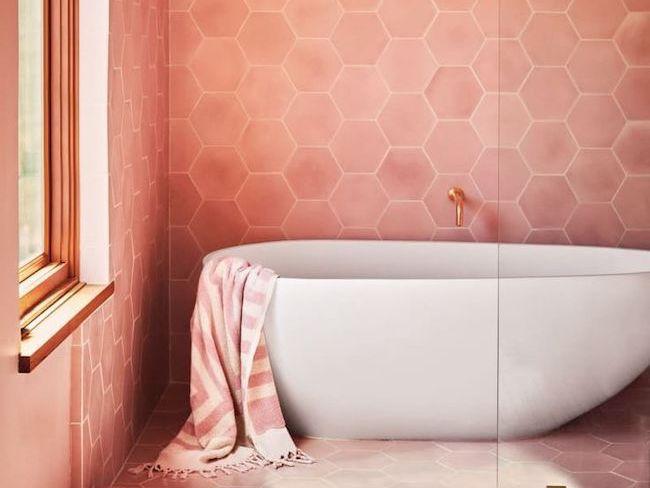 idee decoration salle de bain corail