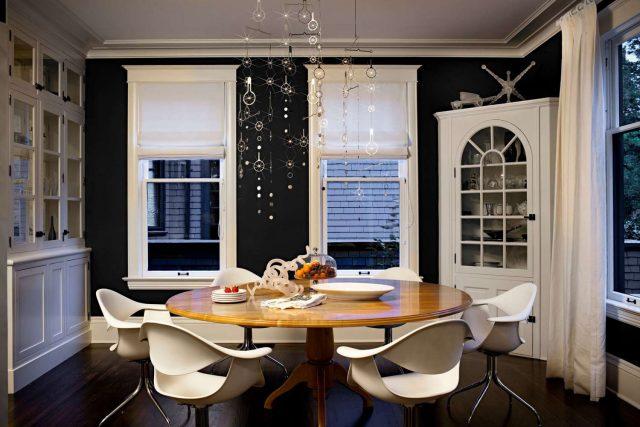 petite salle a manger noir et blanc mur