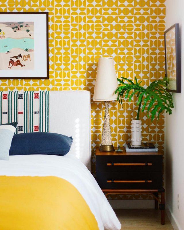 chambre jaune papier peint retro