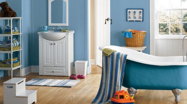 salle de bain bleu baignoire et mur