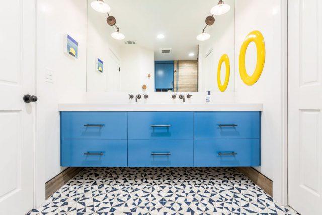 salle de bain bleu mobilier meuble sous vasque