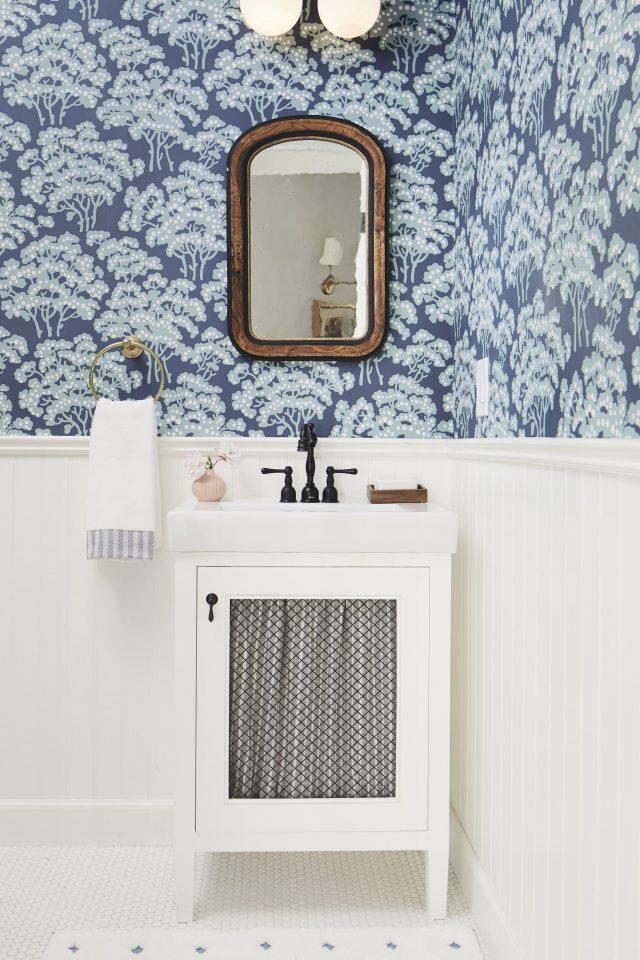 salle de bain bleu papier peint chic