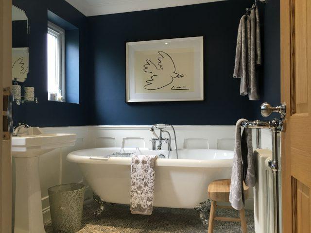 salle de bain bleu peinture chic et tendance