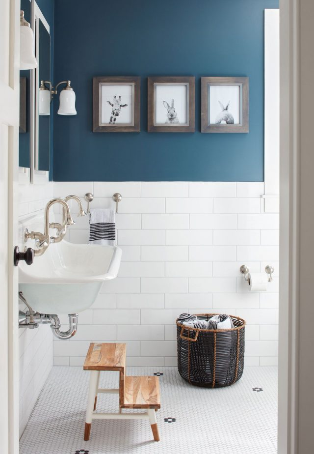 salle de bain bleu petrole sympa