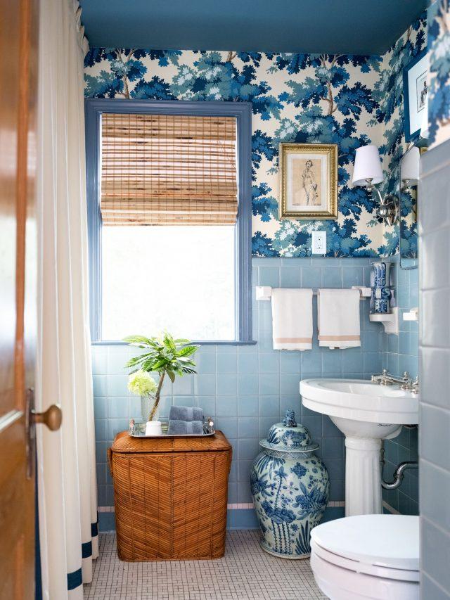 salle de bain bleue papier peint carrelage