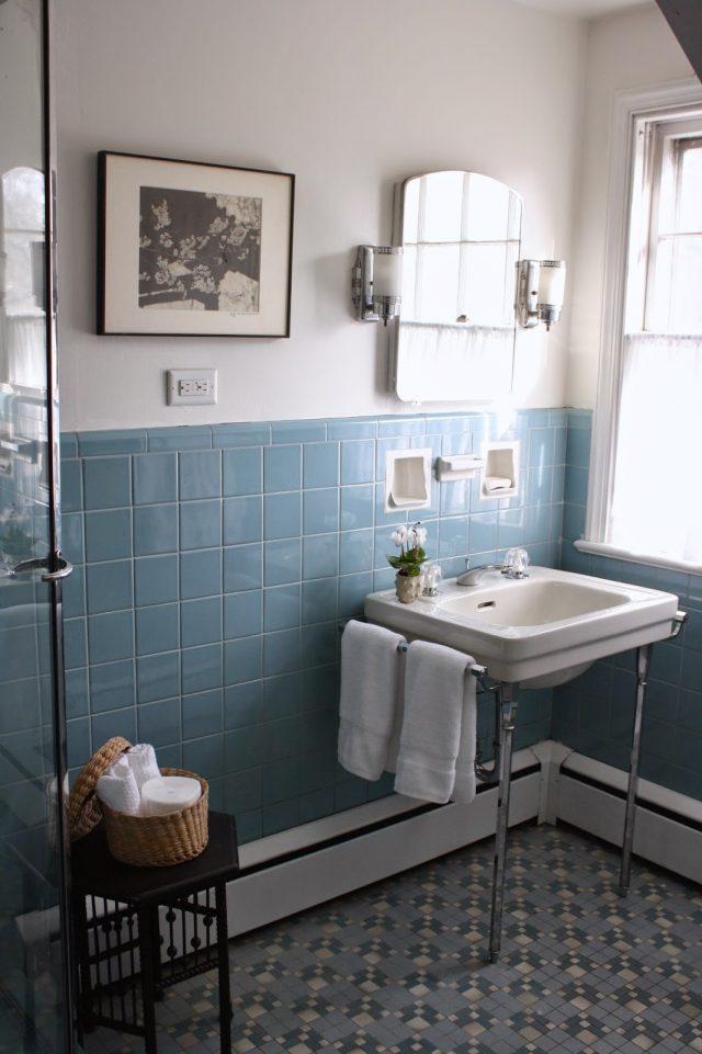 salle de bain bleue retro