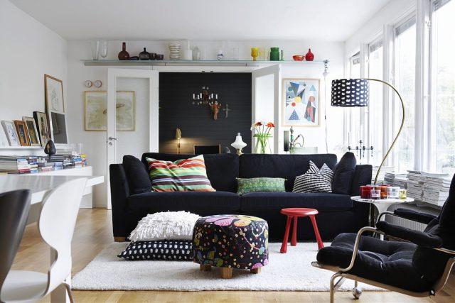 salon noir canape contraste blanc