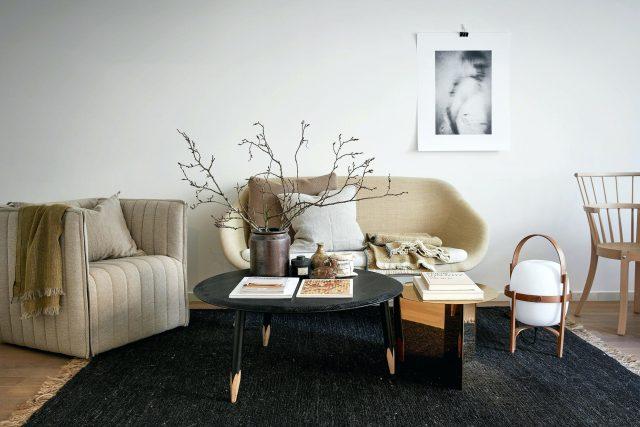 salon noir contraste blanc beige