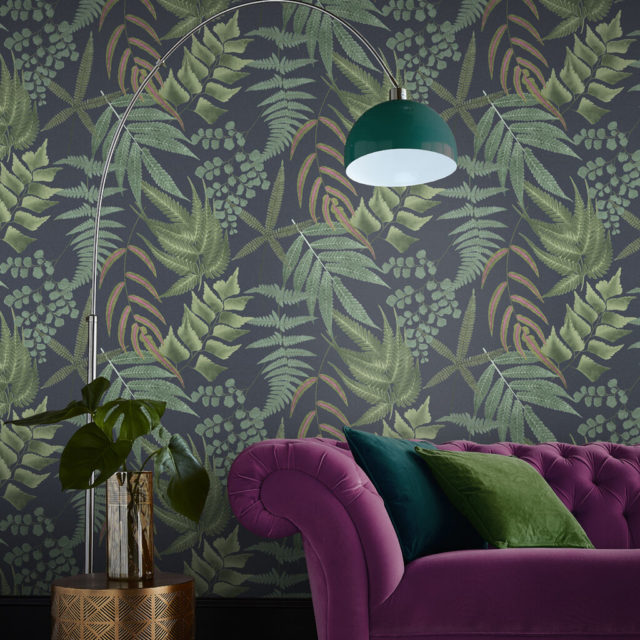 salon papier peint noir et vert tropical