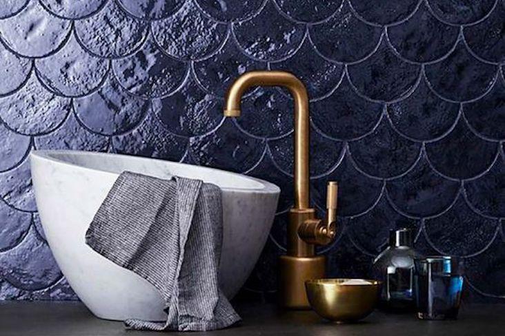 salle de bain couleur sombre idee decoration