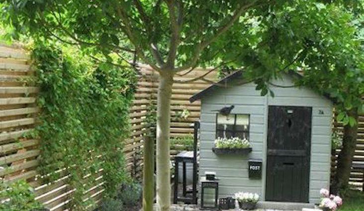 amenagement jardin chalet exemple idée décoration peinture fleur serre télétravail extérieur petite terrasse