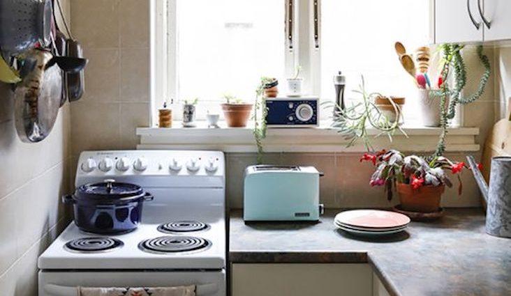 petite cuisine authentique simple cuisiniere plante location appartement simplicité décoration facile