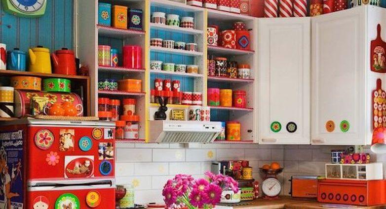 cuisine hyper couleur exemple idee inspiration peinture meuble carrelage crédence vaisselle